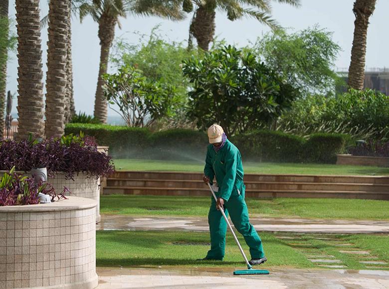 外来劳工声称被招工者诱骗至卡塔尔顶级酒店进行强迫劳动